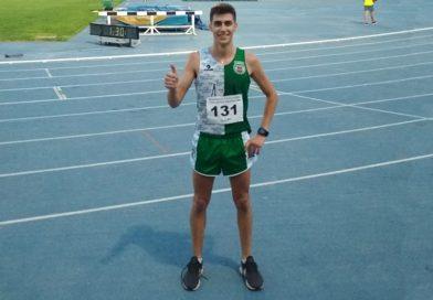 Jaime Navarro bate el record del Club Atlético Novelda Carmencita en los 5000 m.