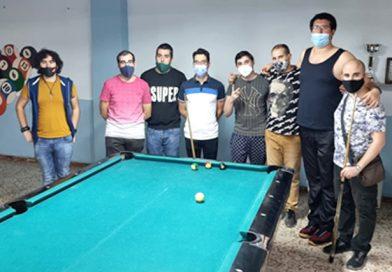 El Club Billar Novelda disputa su jornada de liga y es visitado por un grupo de jovenes aficionados